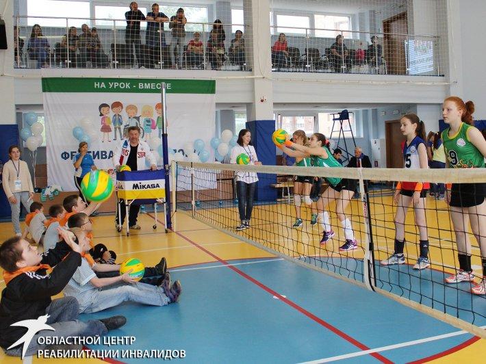 Волейбол сидя, футбол на одной ноге, гольф закрытыми глазами. В Екатеринбурге прошел первый фестиваль параспорта