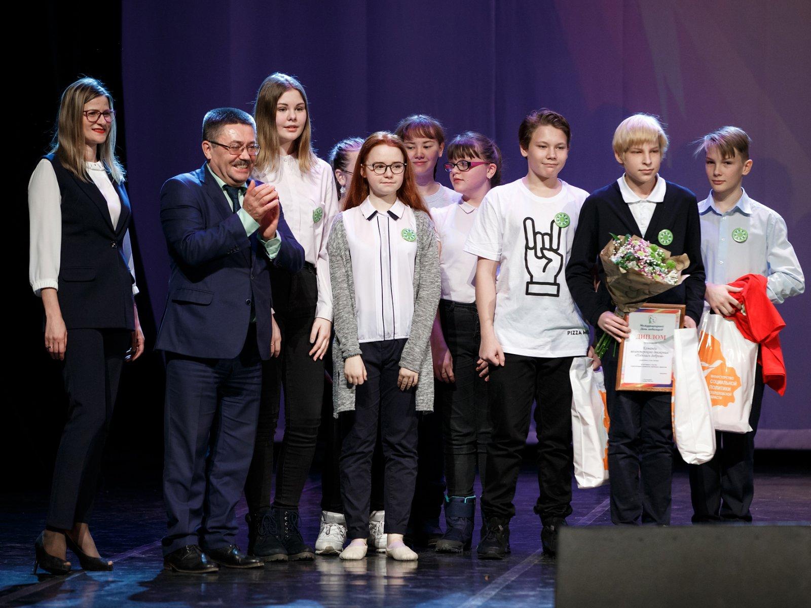 «Я считаю, нужно помогать людям! И делать это нужно от сердца, а не ради награды», – говорит 14-летний Семен Хромцов