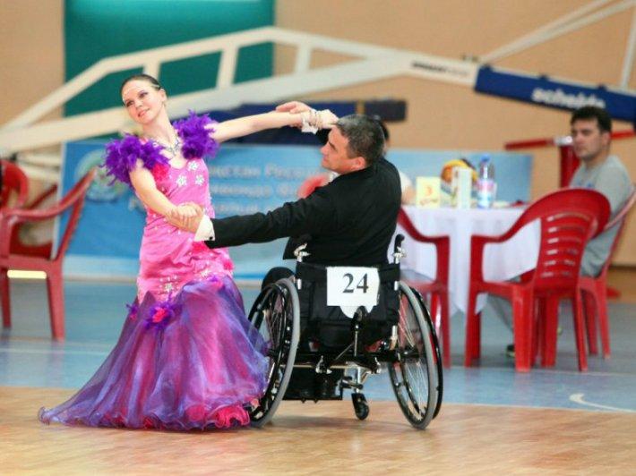 В Областном центре реабилитации инвалидов набирается коллектив спортивного бального танца на колясках