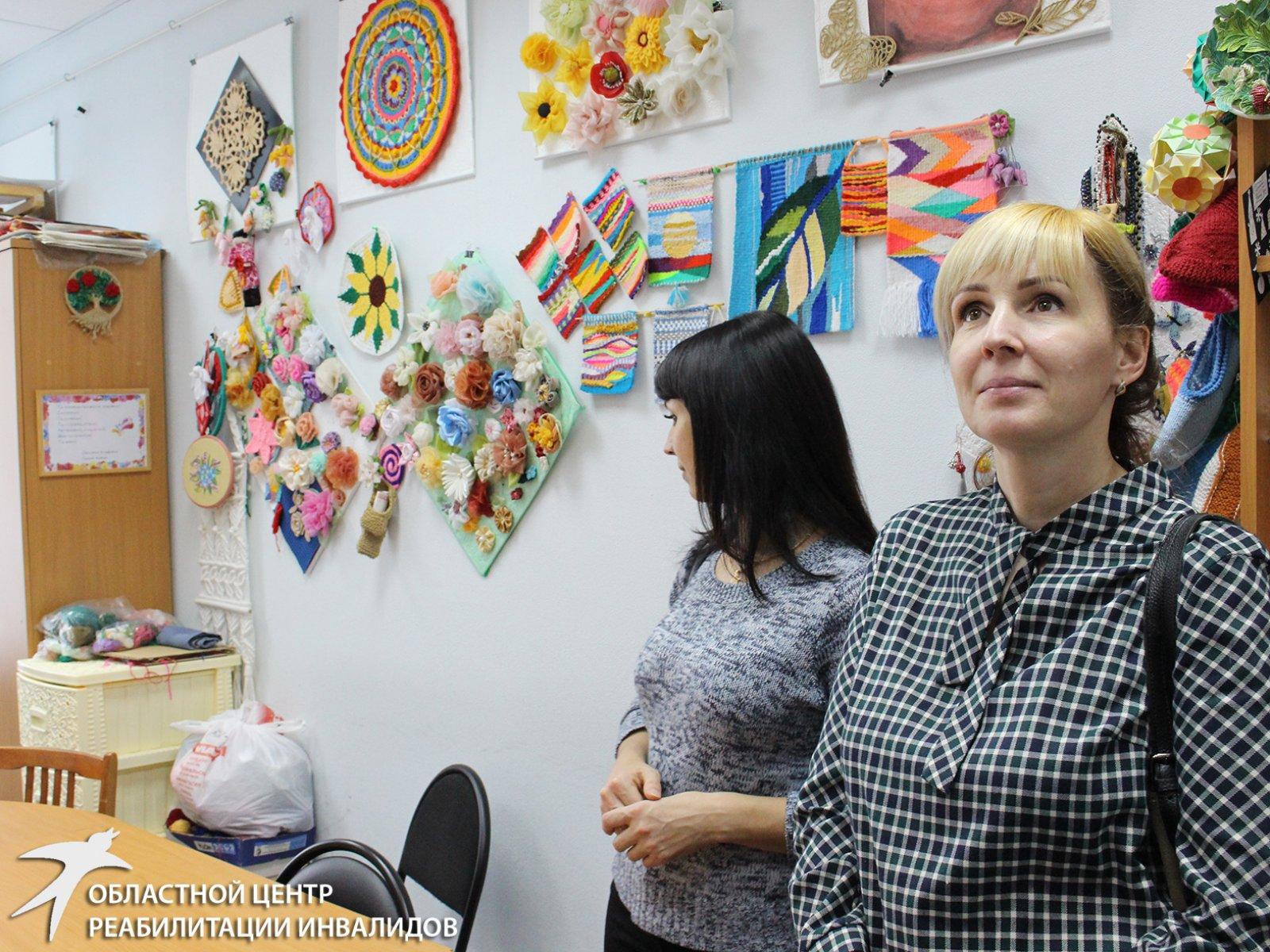 Коллеги из ЯМАО и ХМАО оценили условия предоставления социальных услуг инвалидам Свердловской области