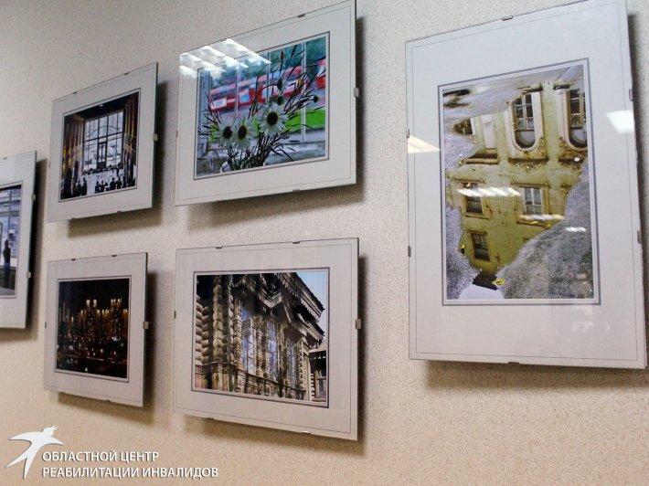 «Окна Екатеринбурга» на стенах выставочного зала Областного центра реабилитации инвалидов
