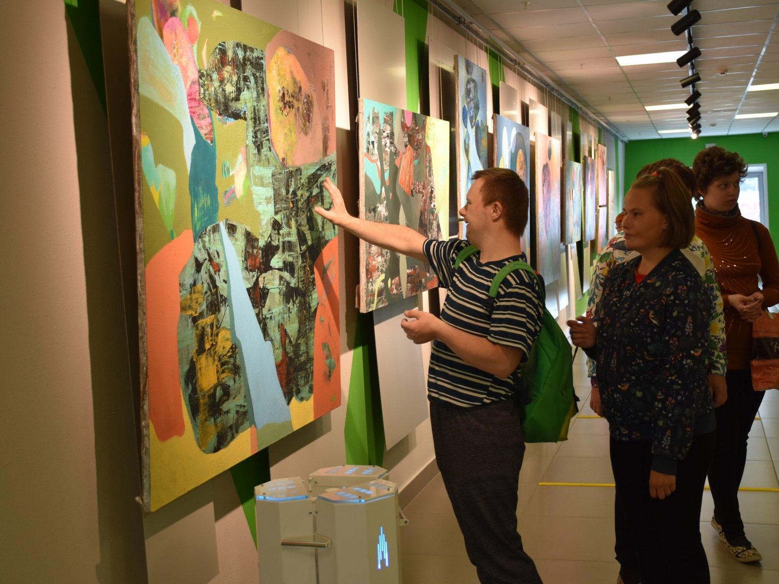 Инклюзивная выставка «От модерна к русскому авангарду» продолжает принимать гостей
