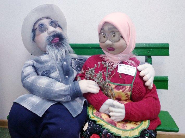 Областная выставка-конкурс творческих работ инвалидов украшает демонстрационный зал ОЦРИ