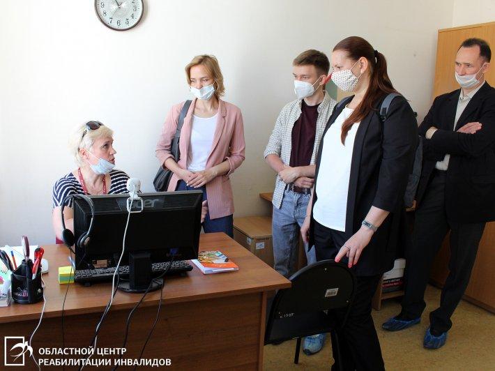Развиваются возможности оказания услуг людям с нарушением слуха