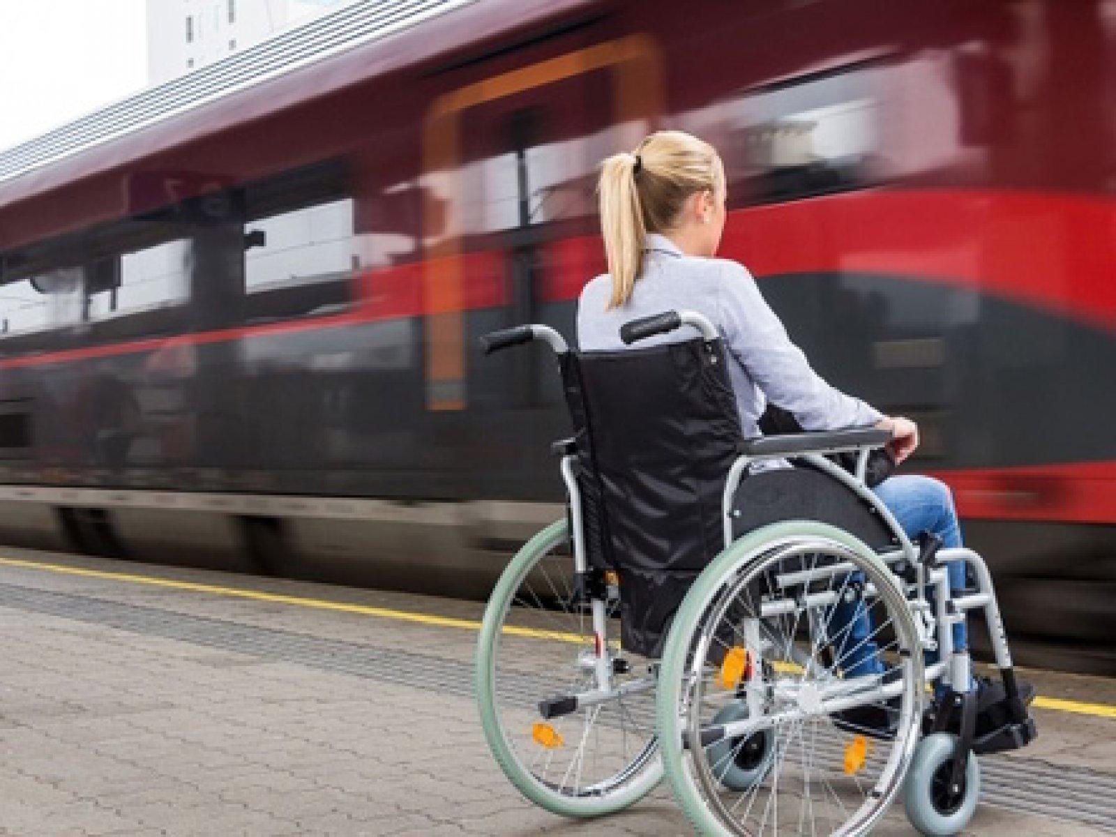 Инвалиды на креслах-колясках могут онлайн купить билеты на поезда со специальными местами