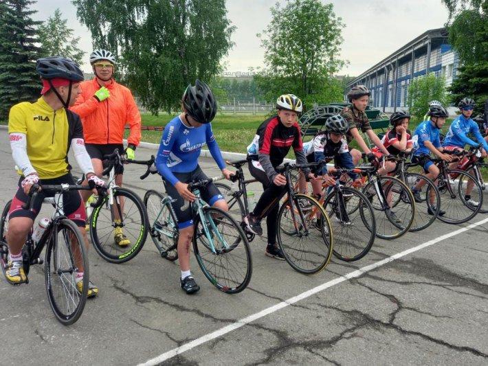 Лев Борозняк взял серебро в Первенстве Свердловской области по велоспорту